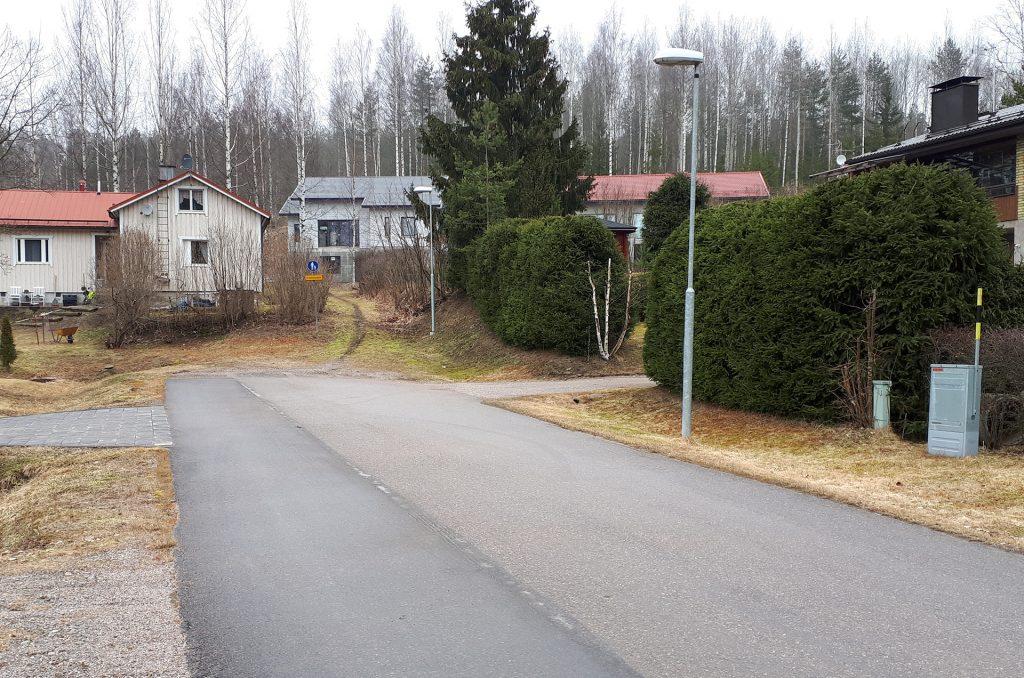 Kangasmaanpuiston alueella sijaitsee pientaloja.