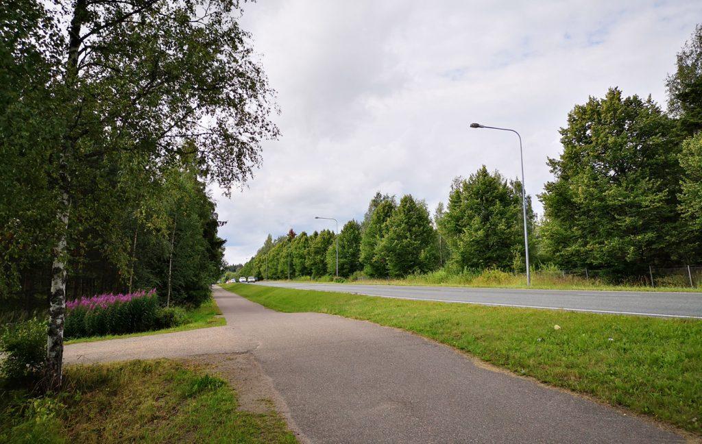 Suunniteltu kiertoliittymän paikka Helsingintiellä.