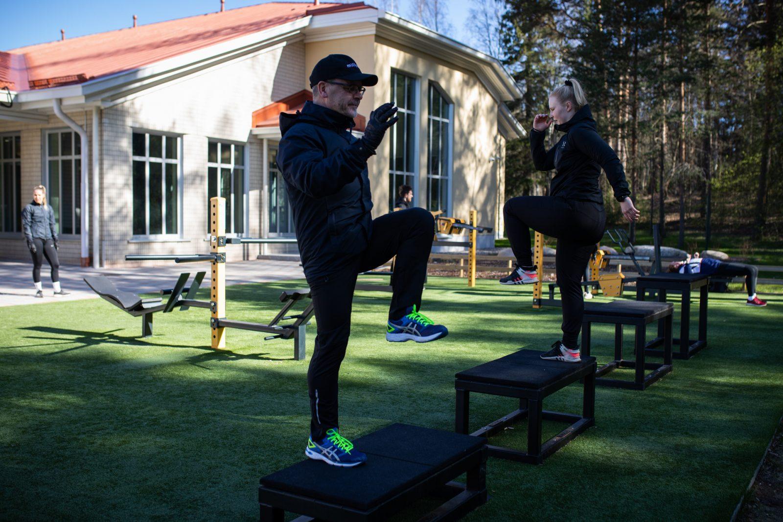 Liikkujia Kivimaan uimahallin ulkokuntosalilla.
