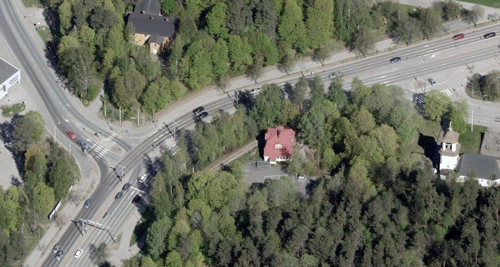 Osoitteessa Hollolankatu 12 sijaitsee puinen pientalo.