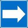 Polkumerkki, jossa sinisellä pohjalla oleva valkoinen nuolisymboli.