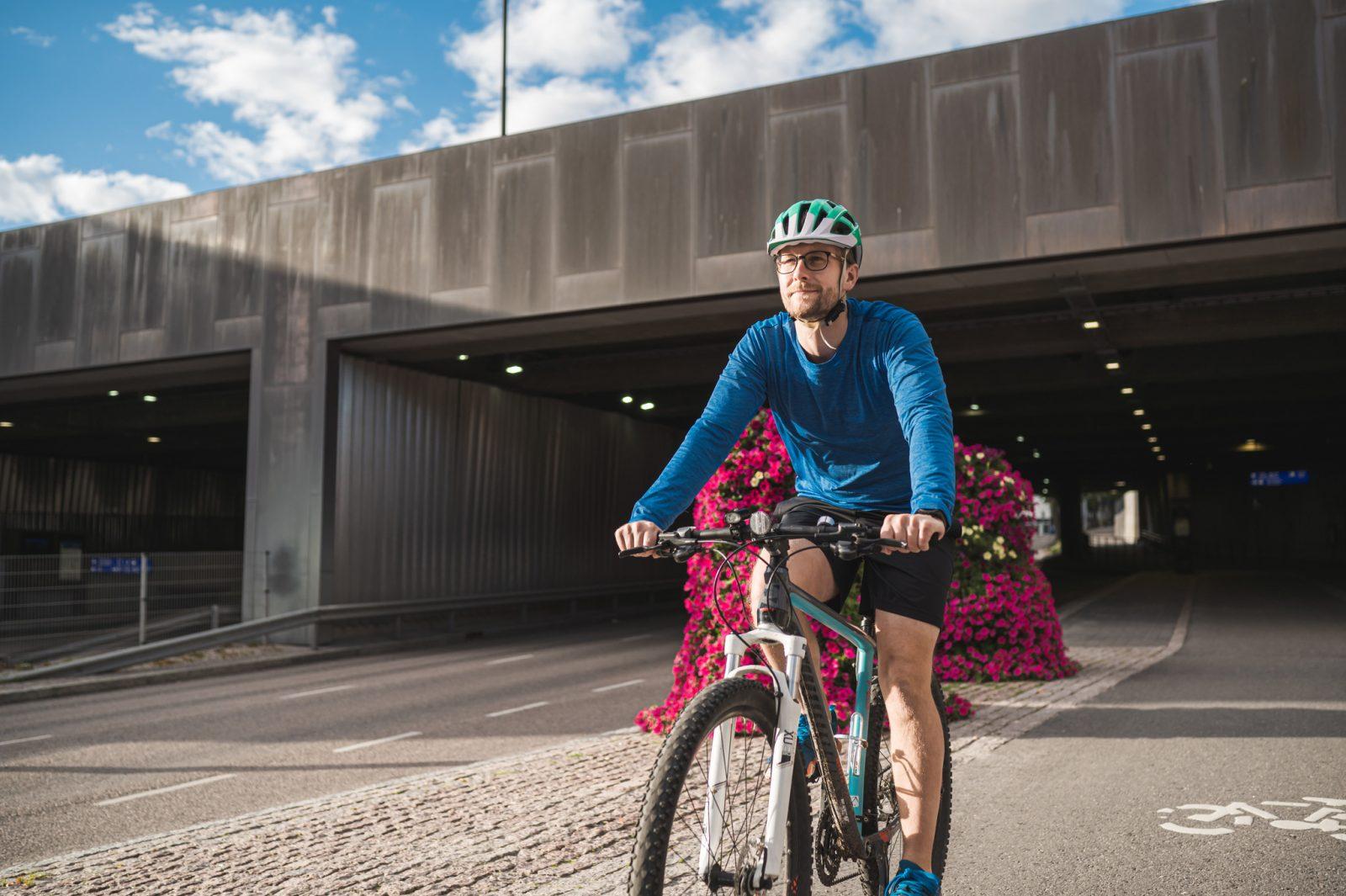 Eroteltu kävelyn ja pyöräilyn väylä vaikuttaa erityisesti liikenneturvallisuuteen.