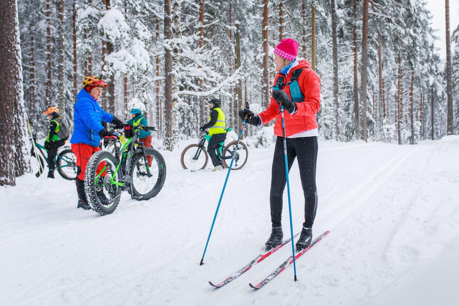 Salpausselällä on tilaa hiihtäjille ja maastopyöräilijöille.
