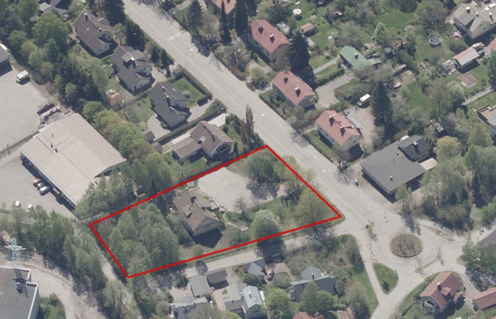 Kerintie 2:ssa on suurikokoinen omakotitontti ja vanha omakotitalo. Tontti sijaitsee lähellä Anttilanmäen liikenneympyrää ja entistä Anttilanmäen baaria.