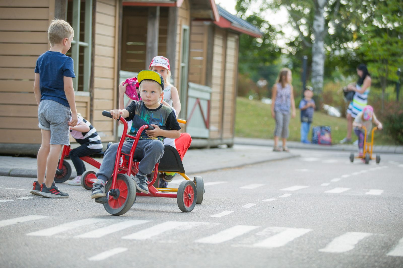 Perhepuistossa on liikennepuisto lapsille